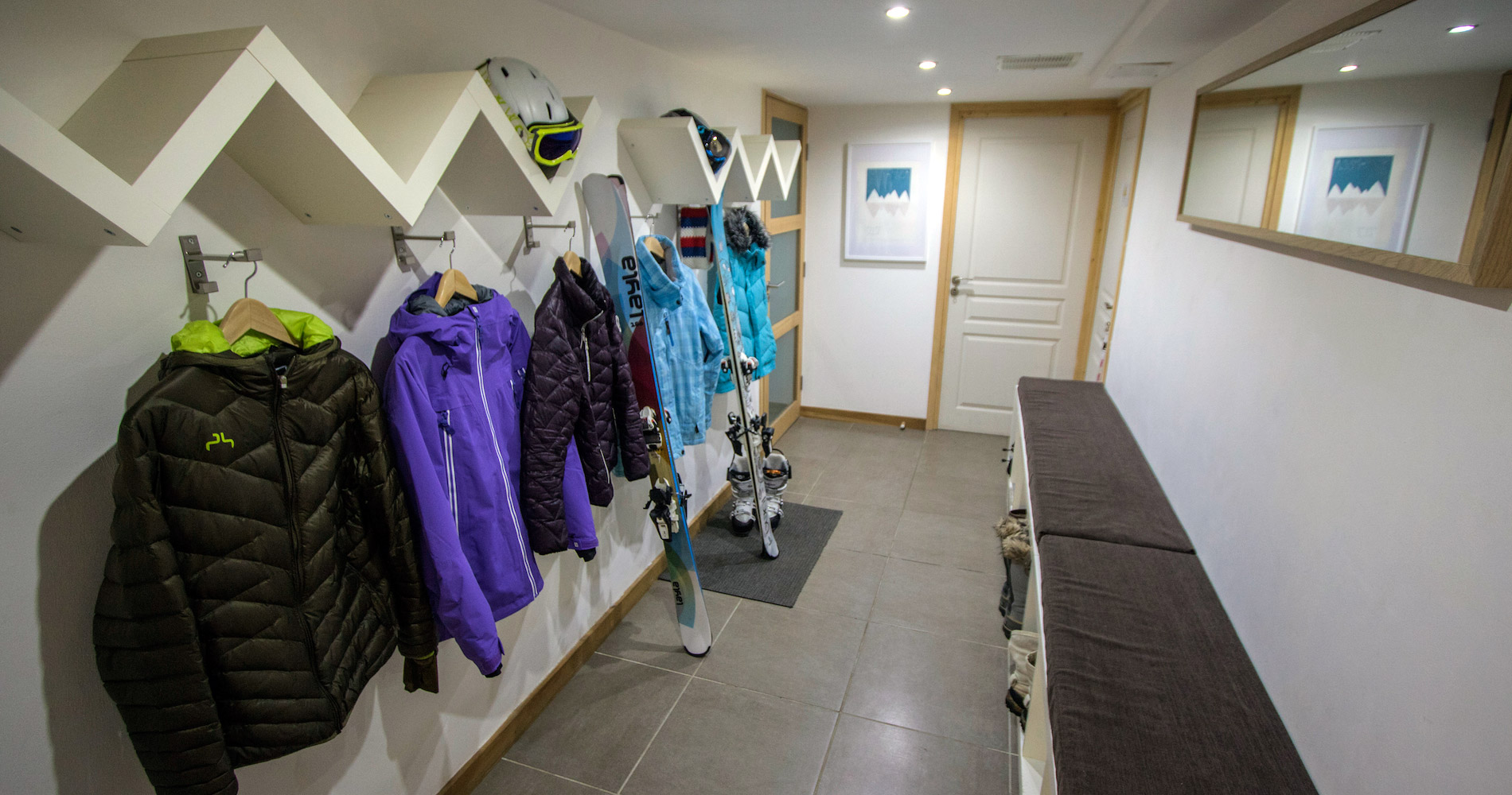 Chalet Caché boot ski changing room