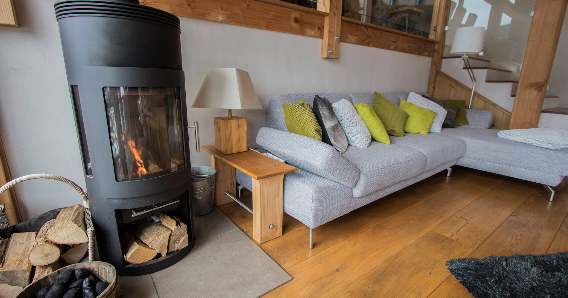 Chalet Caché lounge seating log fire