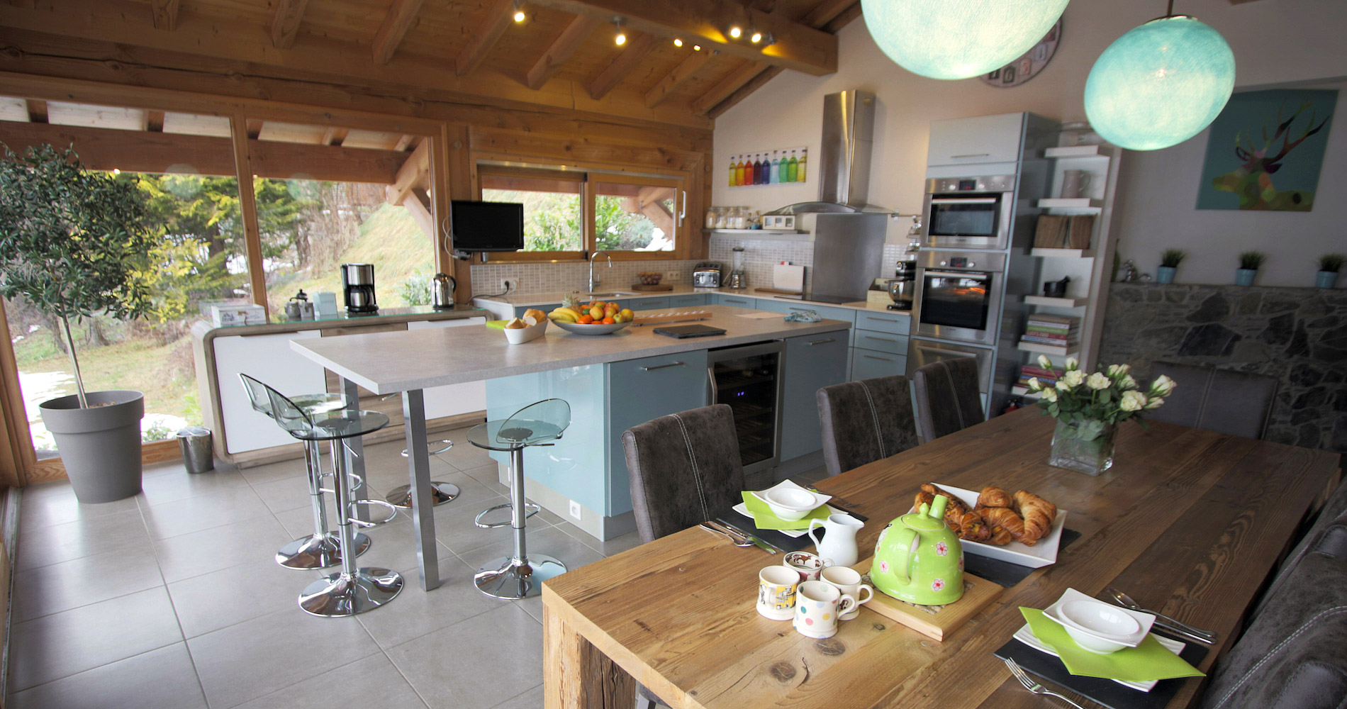 Chalet Caché kitchen dining areas