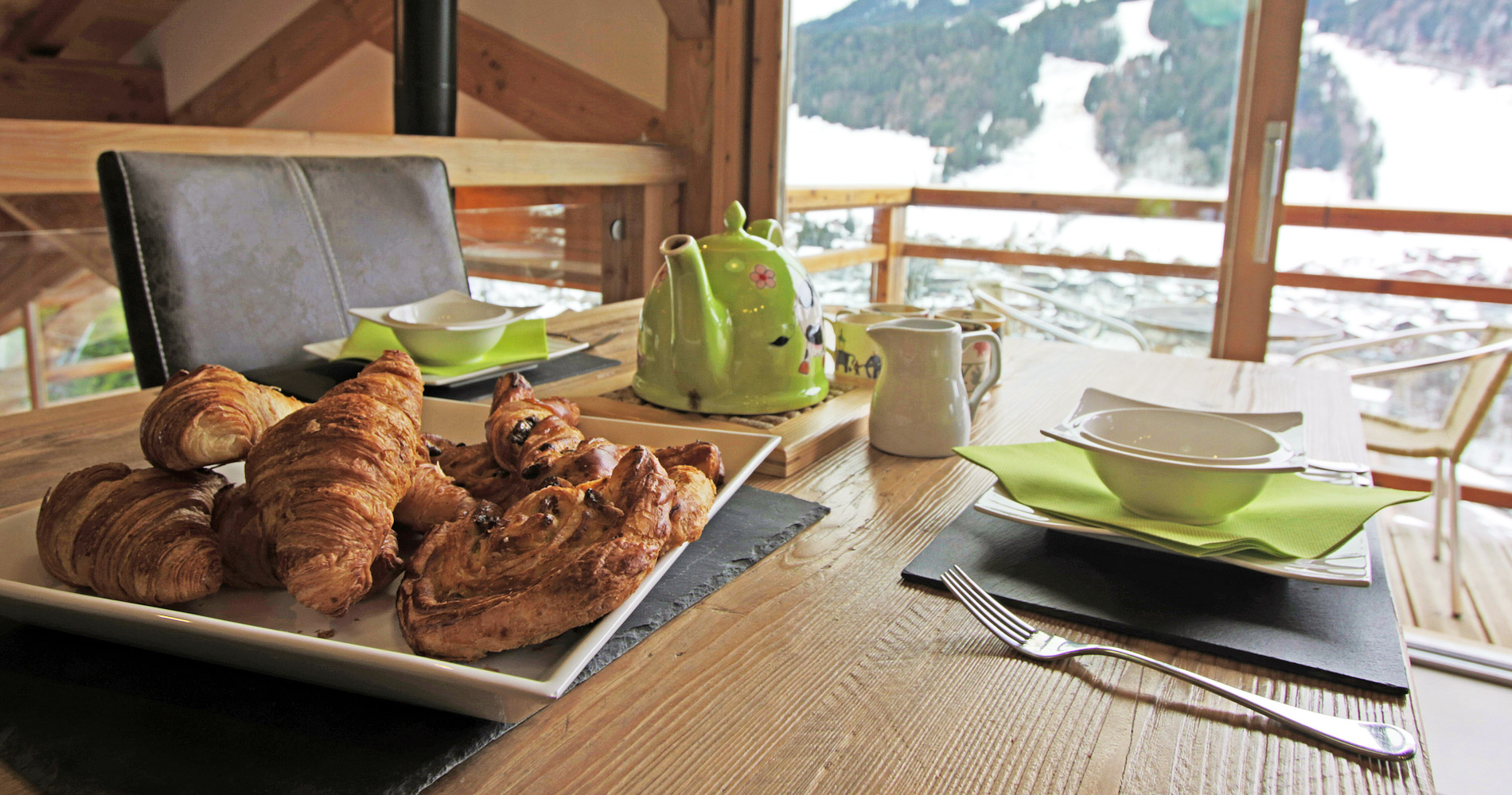 Chalet Caché dining breakfast morning