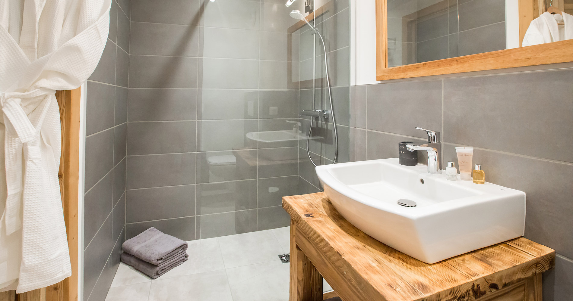 Chalet Perdix en-suite bathroom shower