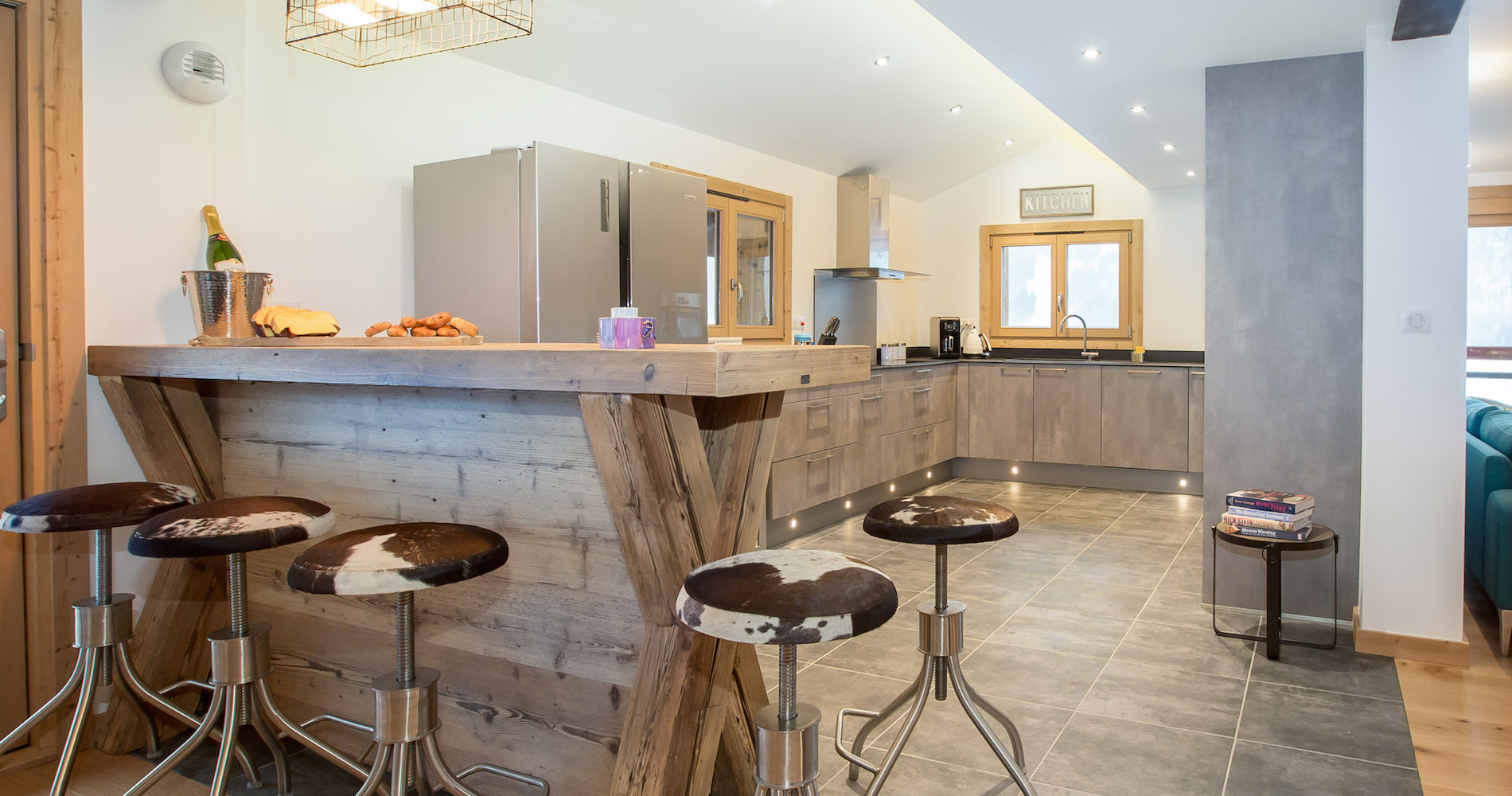 Chalet Perdix kitchen breakfast bar