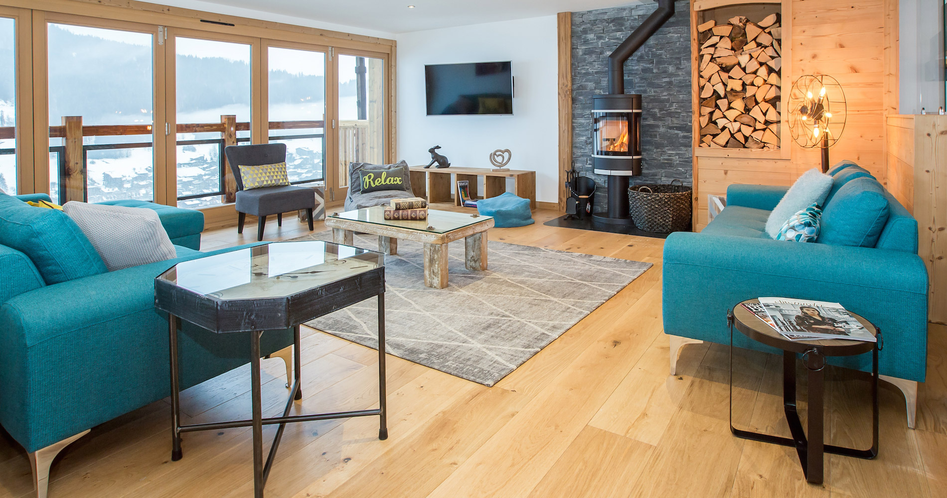 Chalet Perdix living area log fire views
