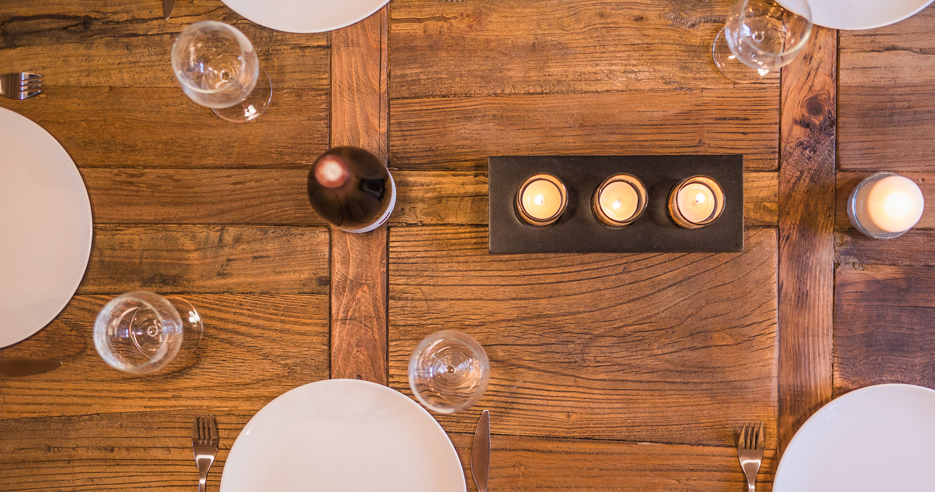 Chalet Accélère dining table setting